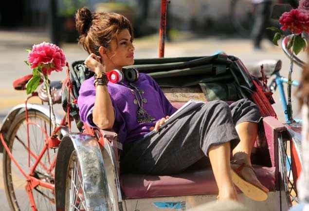 Roy Jacqueline Fernandez On Rickshaw Stills