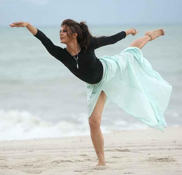 Roy Jacqueline Fernandez Sexy Ballet Dance In Boond Boond Song Stills