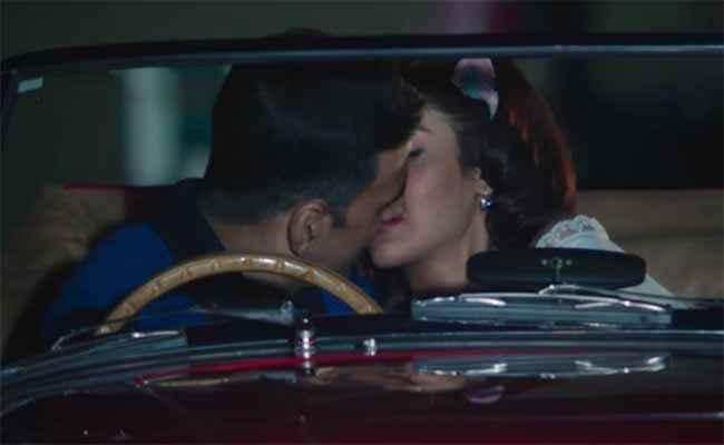 Rustom Akshay Kumar Ileana Dcruz Kissing Scene In Tere Sang Song Stills