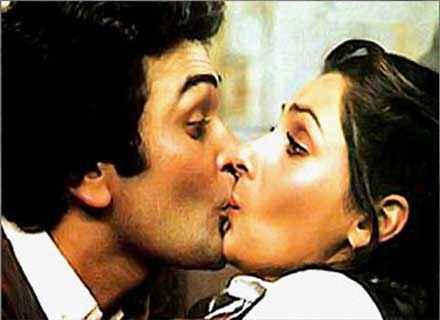 Saagar Rishi Kapoor Dimple Kapadia Kiss Scene Stills