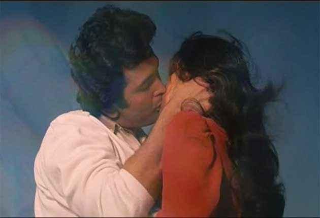 Saagar Rishi Kapoor Dimple Kapadia Kissing Scene Stills