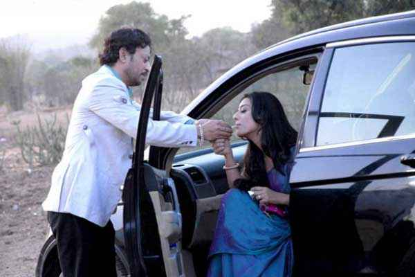 Saheb Biwi Aur Gangster Returns Irrfan Khan Mahie Gill Pics Stills