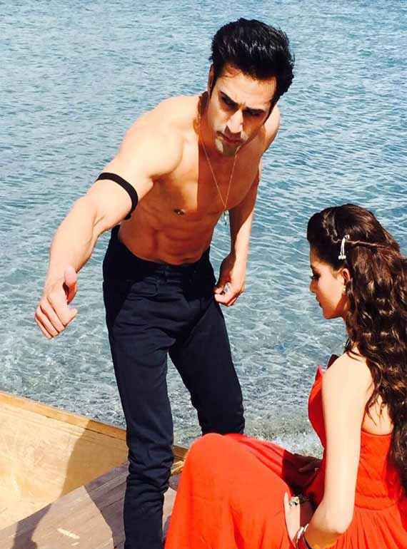 Sanam Re Pulkit Samrat Urvashi Rautela In Boat Stills