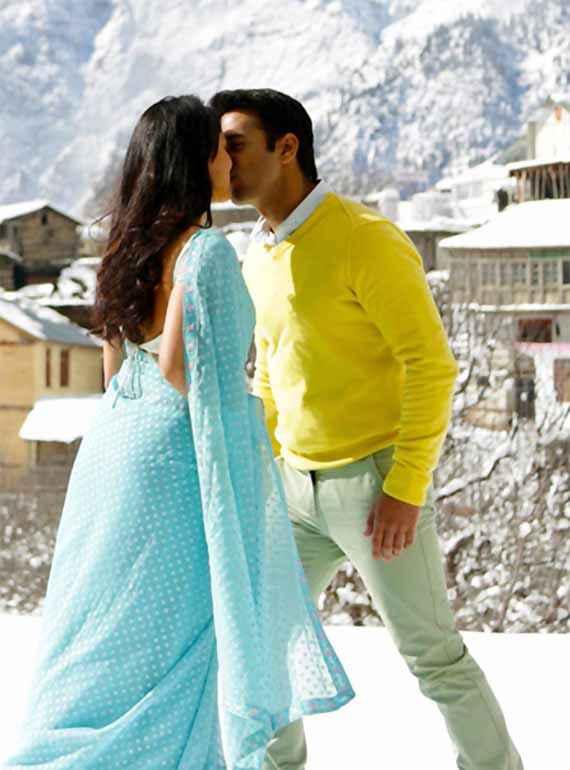 Sanam Re Pulkit Samrat Yaami Gautam Romantic Kissing Wallpaper Stills