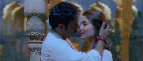 Satyagraha Ajay Devgn Kareena Kapoor Kiss Scene Stills