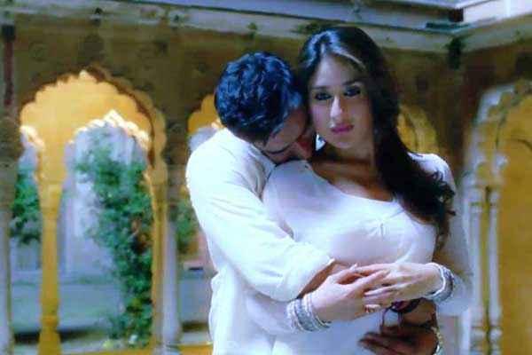 Satyagraha Ajay Devgn Kareena Kapoor Kissing Stills