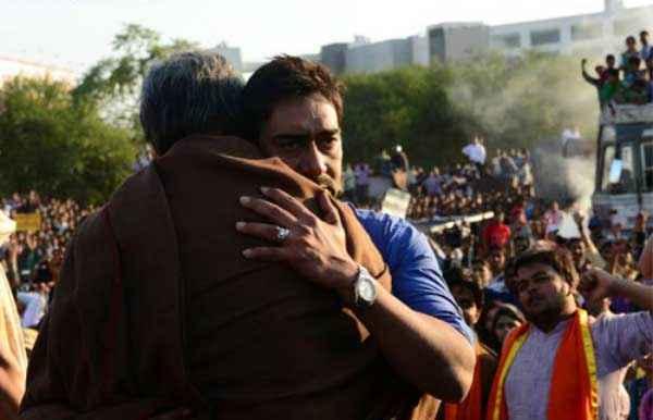 Satyagraha Amitabh Bachchan Ajay Devgn Pics Stills