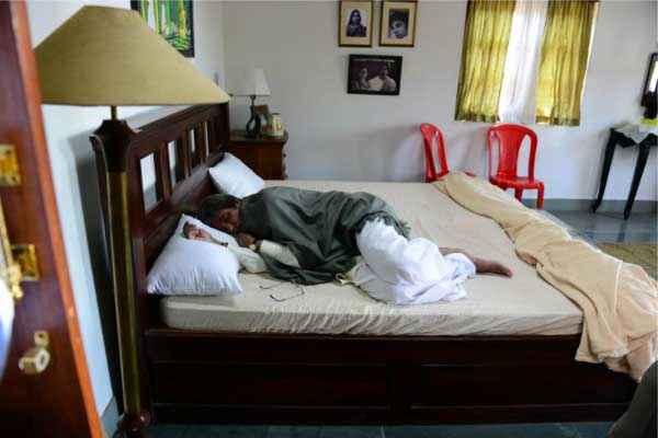 Satyagraha Amitabh Bachchan On Bed Rest Stills