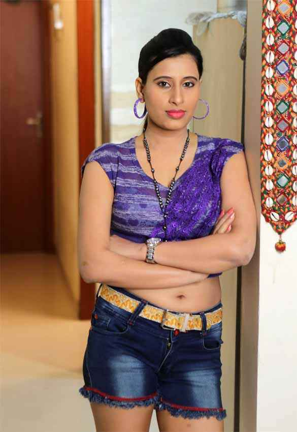 School Teacher Gayatri Singh Sexy Navel Stills