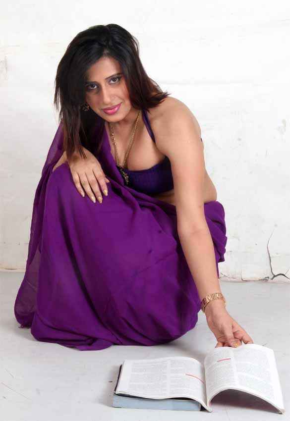 School Teacher Hot Gayatri Singh Aman In Purple Saree Stills