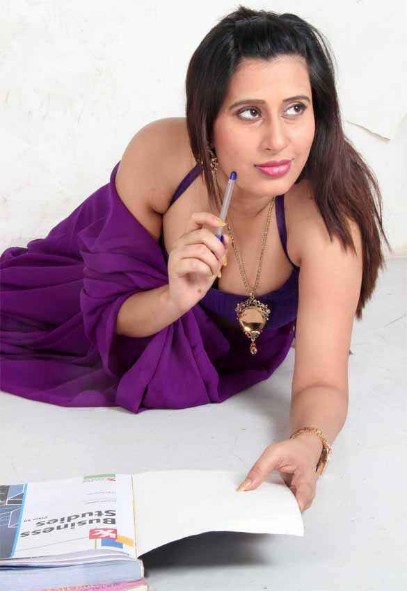 School Teacher Hot Gayatri Singh Pic Stills