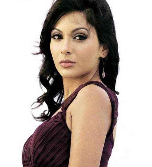 Shaadi Ke Liye Loan Star Cast Mrinalini Sharma