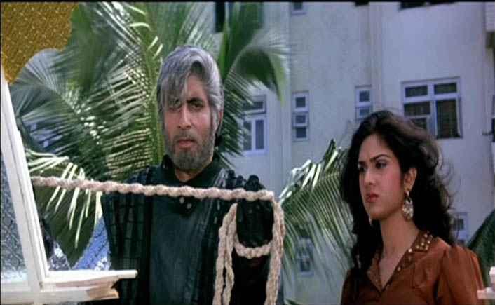Shahenshah amitabh bachchan and meenakshi seshadri Stills