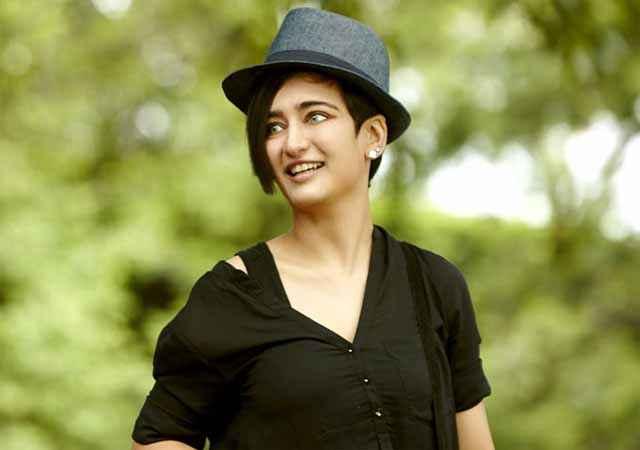 Shamitabh Akshara Haasan Cute Smile Stills