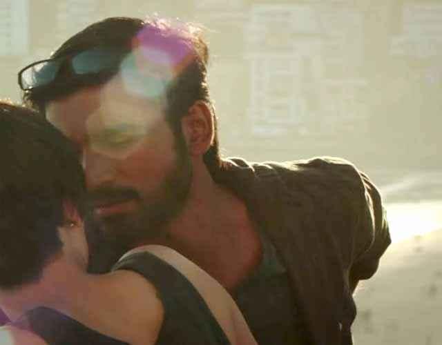 Shamitabh Akshara Haasan Dhanush Romance Stills