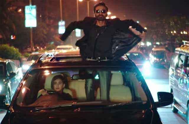 Shamitabh Akshara Haasan Driving Car With Dhanush Stills