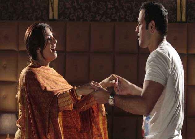 Shobhana 7 Nights Rohit Roy Raveena Tandon Romantic Scene Stills