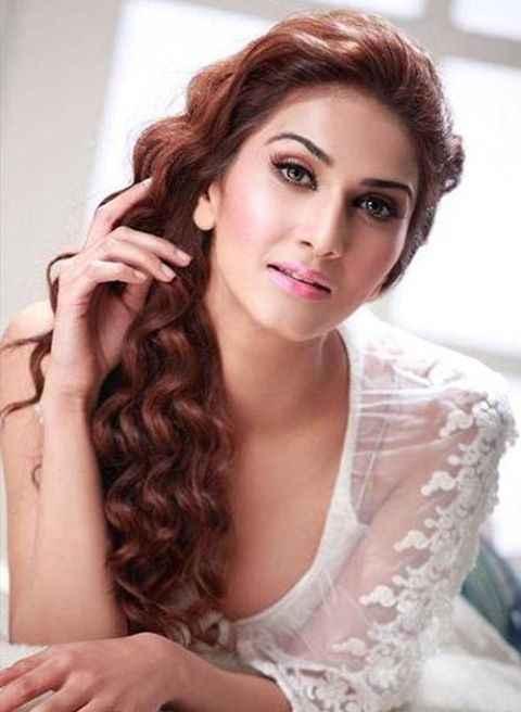 Shuddh Desi Romance Star Cast Vaani Kapoor