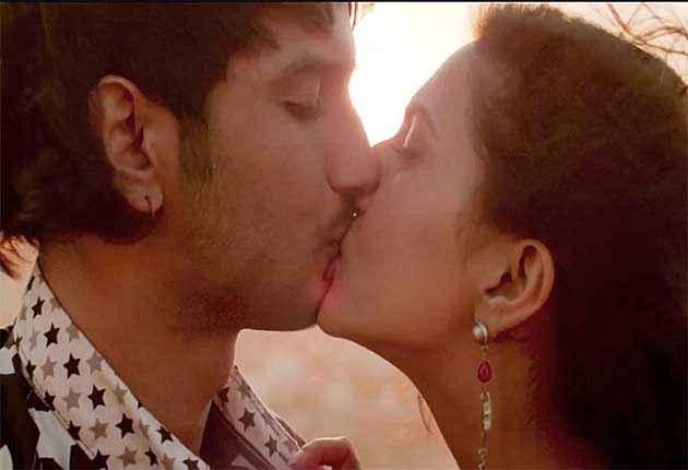 Shuddh Desi Romance Sushant Singh Rajput Vaani Kapoor Kiss Scene Stills