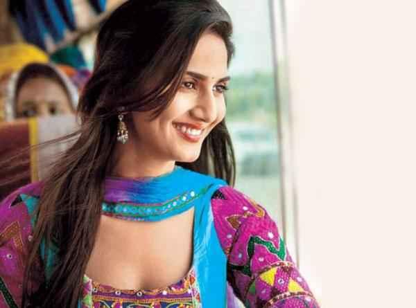 Shuddh Desi Romance Vaani Kapoor Hot Photo Stills