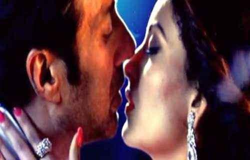 Singh Saab The Great Sunny Deol Urvashi Rautela Kiss Scene Stills