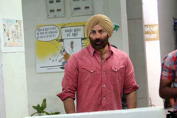 Singh Saab The Great Sunny Deol with Pagdi Stills