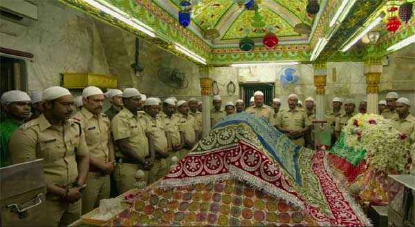 Singham Returns Ajay Devgn In Musjid Stills