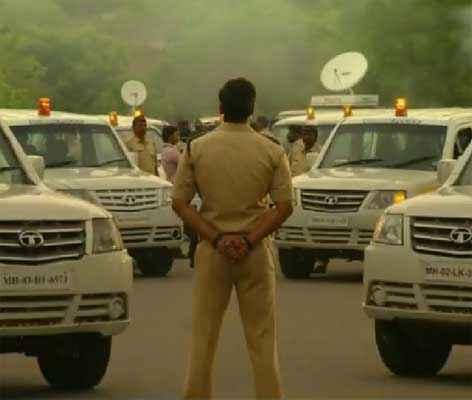 Singham Returns Ajay Devgn With Police Car Stills