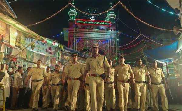 Singham Returns Ajay Devgn With Police Force Stills