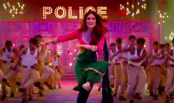 Singham Returns Kareena Kapoor Aata Majhi Satakli Song Stills