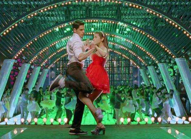 Student of the Year Siddharth Malhotra Alia Bhatt In Dance Scene Stills