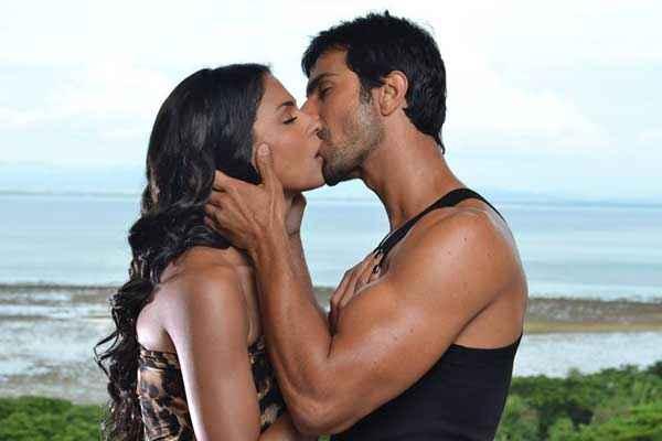 Super Model Ashmit Patel Veena Malik Kiss Scene Stills