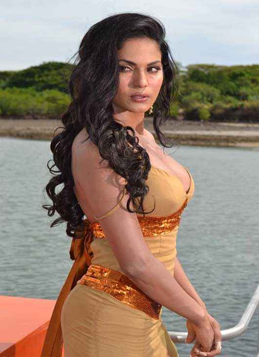 Super Model Veena Malik Boobs Stills