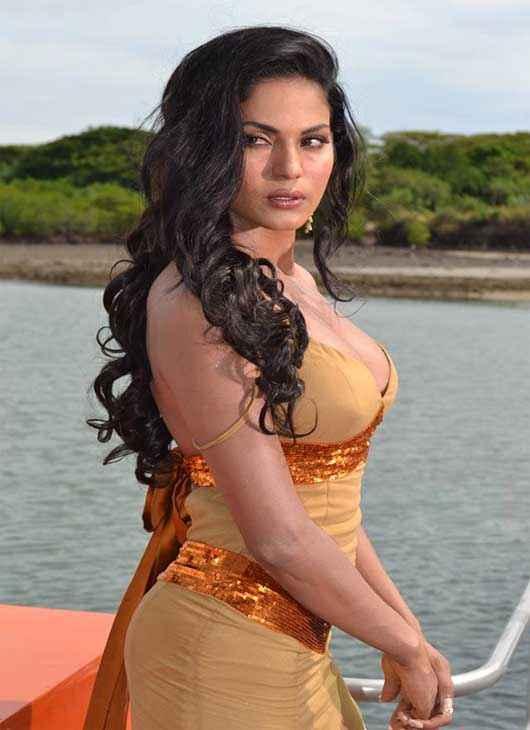 Super Model Veena Malik Boobs Stills