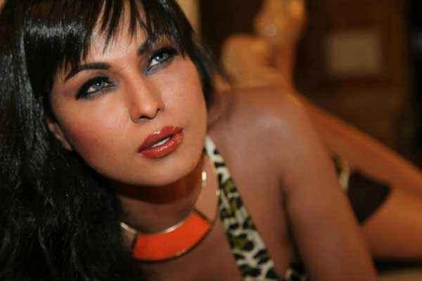 Super Model Veena Malik Hot Images Stills
