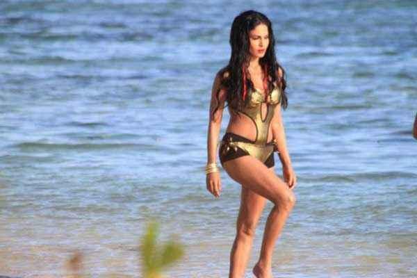 Super Model Veena Malik Hot Wallpapers Stills