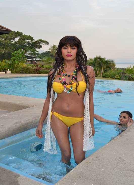 Super Model Veena Malik Yellow Bikini Hot Pics Stills