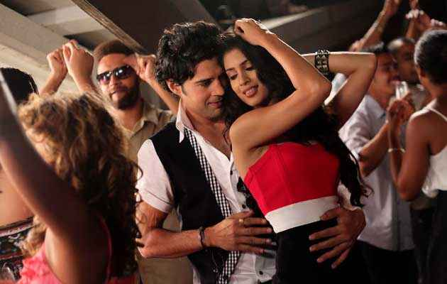 Table No. 21 Rajeev Khandelwal Tena Desae Club Dance Stills