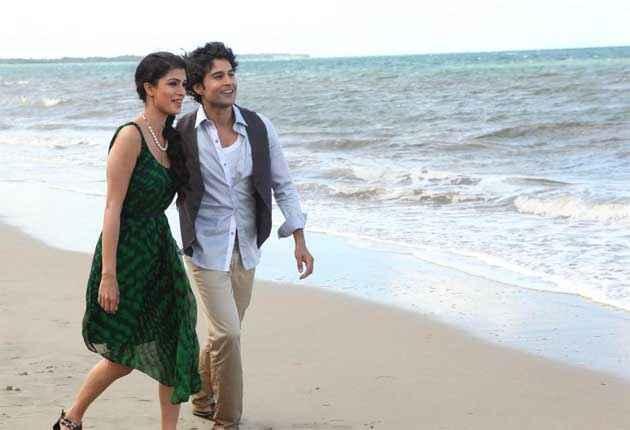 Table No. 21 Rajeev Khandelwal Tena Desae Green Dress On Beach Stills