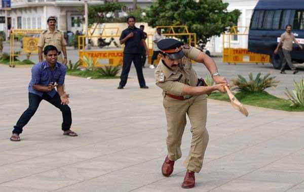 Talaash 2012 Aamir Khan Playing Cricket Stills