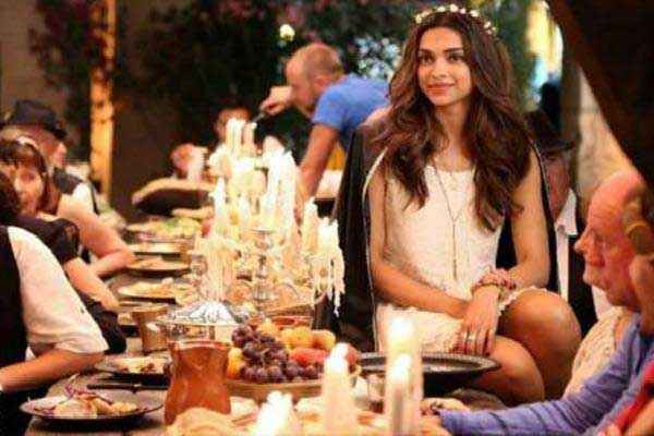Tamasha 2015 Deepika Padukone On Dining Table Stills