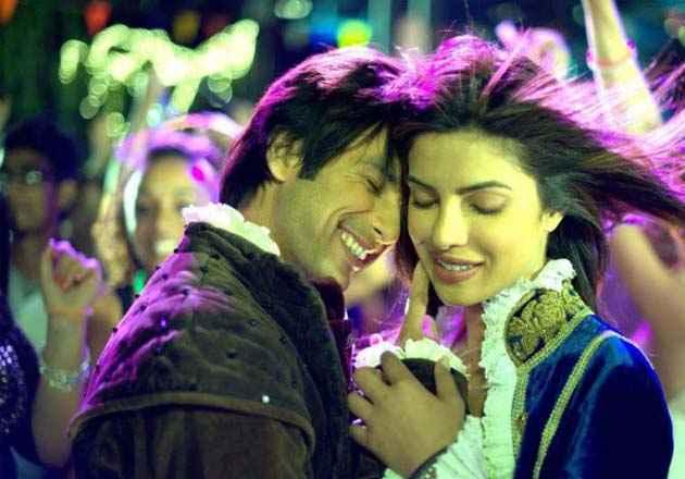Teri Meri Kahaani Shahid Kapoor Priyanka Chopra Romance Stills
