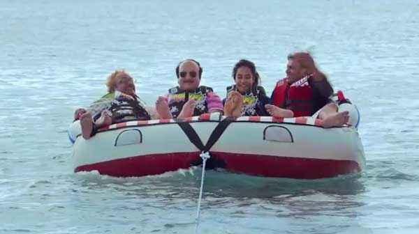 The Shaukeens Anupam Kher Annu Kapoor Lisa Haydon Piyush Mishra In Boat Stills