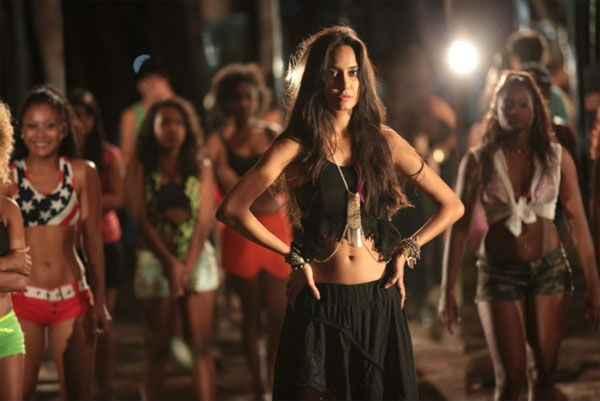 The Shaukeens Lisa Haydon Navel In Manali Trance Stills