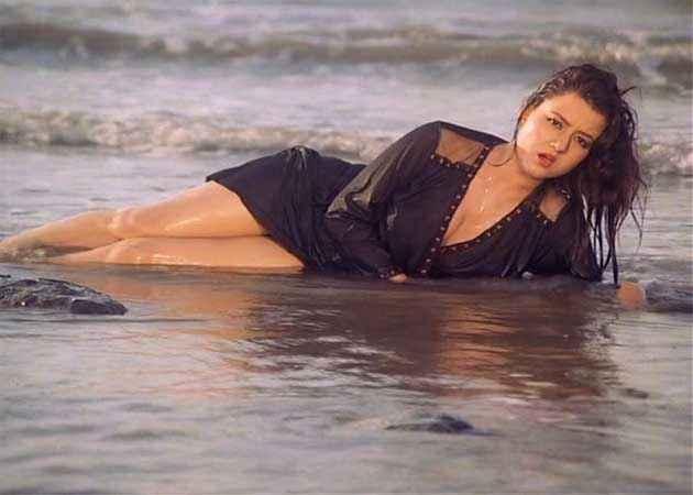 Veerana Jasmin Hot Bikini Scene Stills