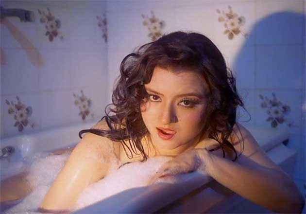 Veerana Sexy Jasmin Bath In Tuff Stills