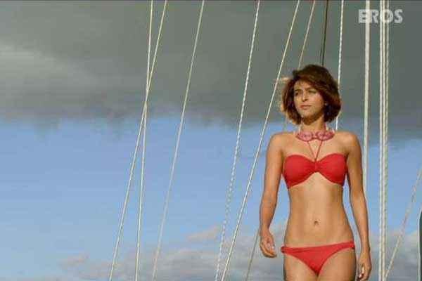 Warning 2013 Madhurima Tuli Hot Photo In Bikini Stills