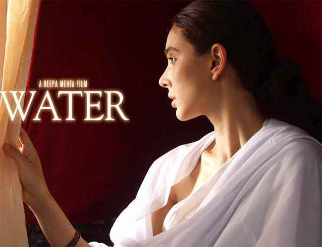 Water Lisa Ray Wallpaper Stills