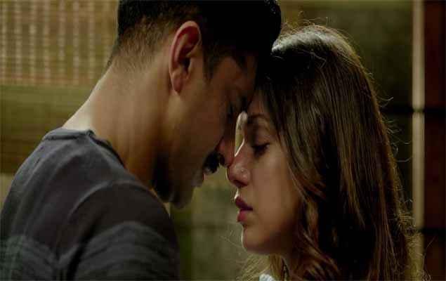 Wazir Farhan Akhtar Aditi Rao Hydari Romance Scene Stills