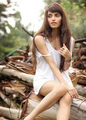 Yaariyan Serah Singh Hot Pics Stills